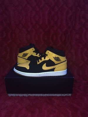 """Air Jordan 1 Retro Mid """"New Love"""" (2017) for Sale in Madison, WI"""
