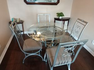 Round dinning table for Sale in Canyon Country, CA