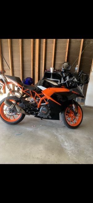 Almost new Ktm 390 2018 street legal racing bike for Sale in Palm Springs, CA