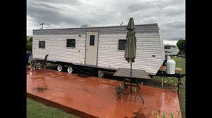 RV trailer 32 ft 2006 in good condition for Sale in Miami, FL