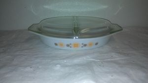 vintage Pyrex town and country 1.5 quart casserole dish with lid. for Sale in Livonia, MI
