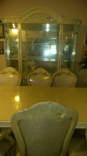 Dining Table and 6 chairs. for Sale in North Miami Beach, FL