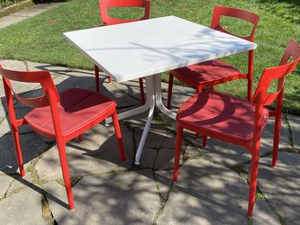Modern Patio Table And Chairs for Sale in Seattle,  WA