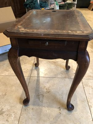Antique end table for Sale in College Station, TX
