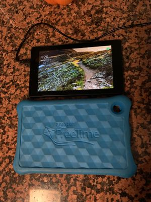 Kindle 7th gen tablet with kids case for Sale in Bellflower, CA