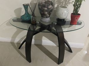 Table from rooms to go like new for Sale in Homestead, FL