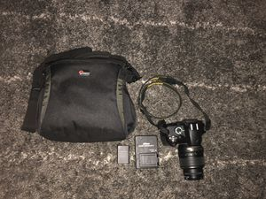 Nikon D3200 DSLR (with lens and carrying case) for Sale in Pembroke Pines, FL