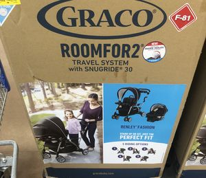 Car seat & stroller for Sale in Fairburn, GA