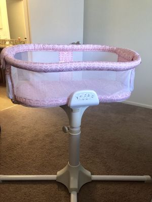 Halo swivel bassinet for Sale in Hoffman Estates, IL