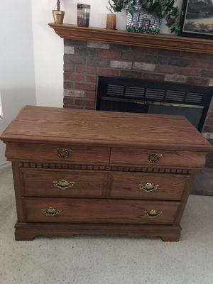 Dresser for Sale in Wildomar, CA
