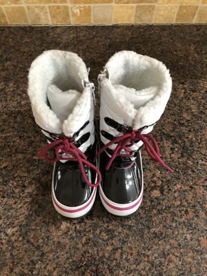 Girls boots - SIZE TOD 9 MED for Sale in Holland, MI