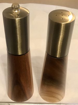 Wood and polished nickel salt shaker and pepper mill, peppercorn grinder NEW in box for Sale in Swansea, IL
