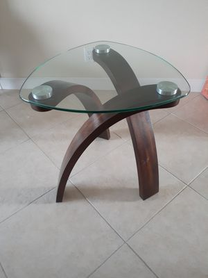 Small glass table for Sale in Miramar, FL