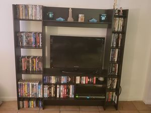 "TV stand + 32"" TV for Sale in North Miami Beach, FL"