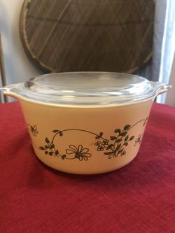 473-B Cinderella bowl in the Pyrex Shenandoah pattern - Corning-ware -1981 for Sale in Virginia Beach,  VA