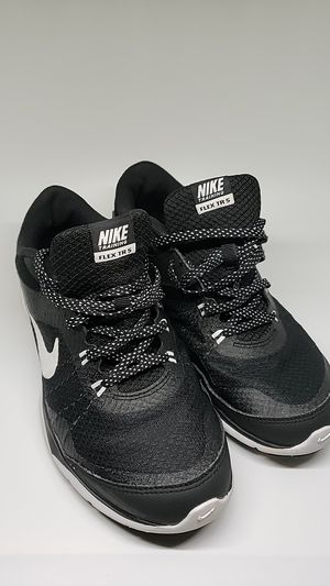 Nike flex tr5 black & white shoes for Sale in Oakland Park, FL