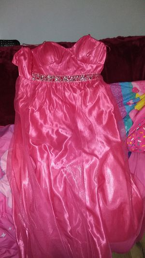 My daughter only wore it once for a dance at school nothing wrong with it for Sale in Muskegon, MI