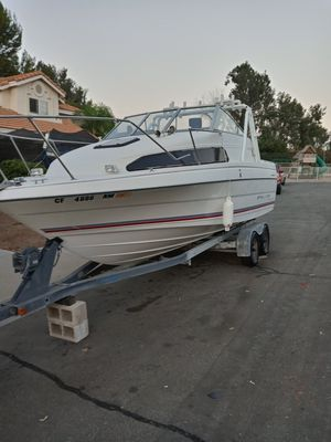 Boat Bayliner Classic fishing Cruiser for Sale in Moreno Valley, CA