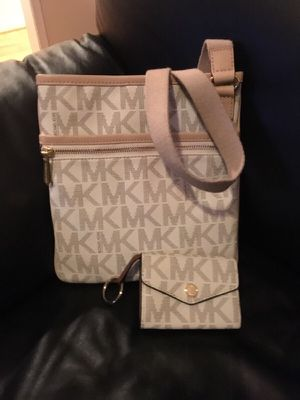 Micheal kors handbag and wallet for Sale in Huddleston, VA
