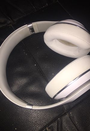 Bluetooth beats by Dre headphones for Sale in OLD RVR-WNFRE, TX