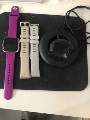 Like new FitBit Versa Special Edition with 3 bands and charger for Sale in Lilburn, GA