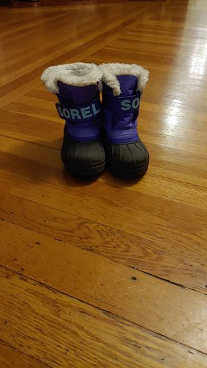 Girls size 10 Sorrel snow boots for Sale in Swampscott, MA