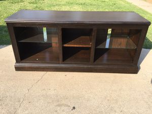 Tv stand in good condition for Sale in Fresno, CA