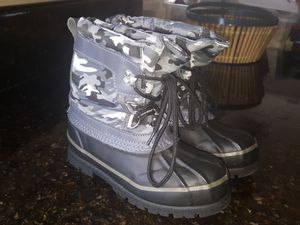Kids snow boots size 1 for Sale in San Diego, CA