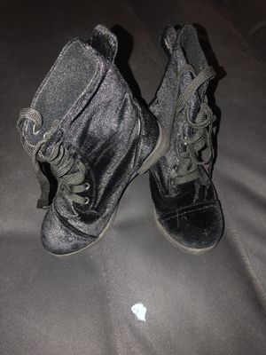Girls satin/suede boots for Sale in Dearborn Heights, MI