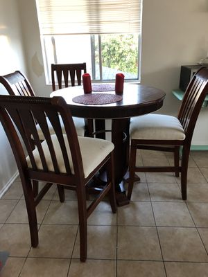 High top kitchen table and chairs for Sale in Lawndale, CA