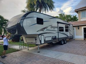 2016 Forest River 33 ft 5th Wheel RV Camper sleep 7 for Sale in Miami, FL