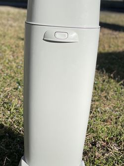 Playtex Diaper Genie Complete Diaper Pail With Order Lock Technology for Sale in Virginia Beach,  VA