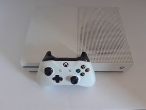 Xbox one s / 1 controller $200 for Sale in Fort Washington, MD