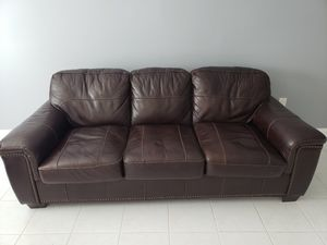 Brown leather sofa bed. for Sale in Miami, FL