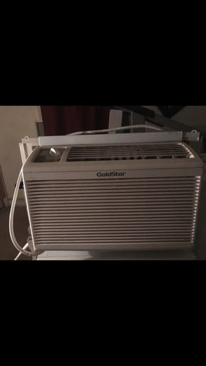 5000 BTU air conditioner blows very cold air for Sale in Mount Rainier, MD
