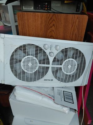 Window units ac & fan for Sale in Denver, CO