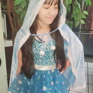 Disney Frozen Elsa Dress With Hood Cape for Sale in Apple Valley, CA