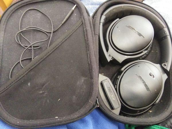 Bose Quietcomfort 35 Bluetooth Headphones w/ case
