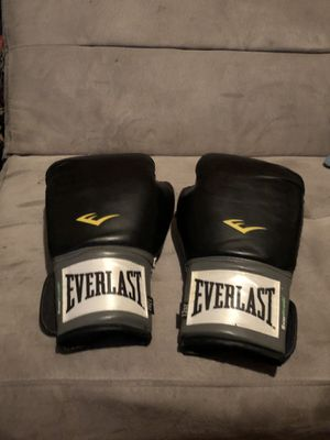 boxing gloves for Sale in Chico, CA