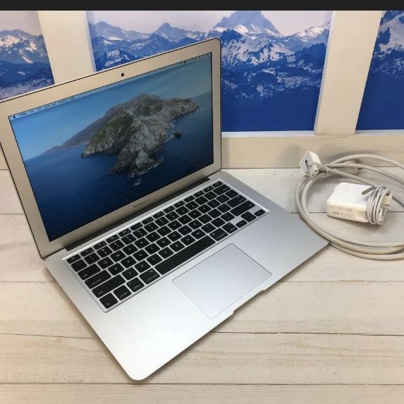 "6# 2017 Apple 13"" MacBook Air Laptop / 1.8Ghz Intel i5 / 8GB / 128GB Flash SSD / Intel HD Graphics 6000 1.5GB / Cycle: 159 /// PHOTOSHOP- ADOBE CS6"