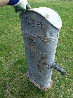 GEM well pump cistern vintage decor for Sale in Inwood,  WV