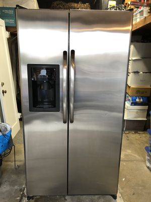 GE side by side refrigerator/freezer for Sale in El Segundo, CA
