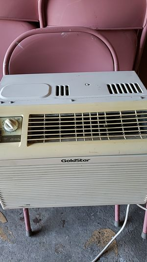 Window type AC 5000btu for Sale in Menlo Park, CA