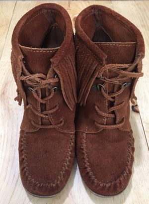 Minnetonka . Brown Leather . Fringe . Wedge . Ankle boots . Size 8 for Sale in Casselberry, FL