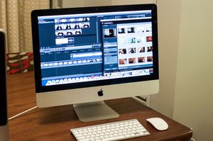 """Silver Apple imac i3, 250gb, iMac 21"""", with black mouse and keyboard in last picture for Sale in Modesto, CA"""