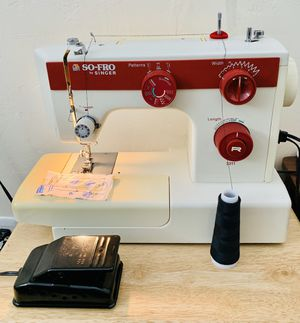 Sewing machine Singer heavy duty + Case for Sale in Tacoma, WA