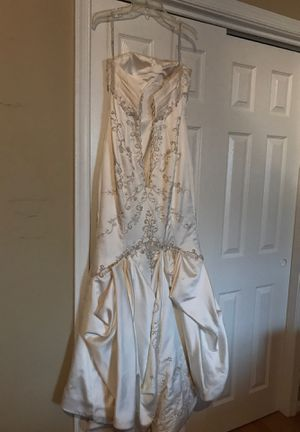 Stunning Essense Trumpet Wedding Dress, Size 10 for Sale in Alexandria, VA