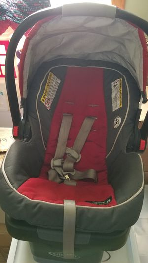 Graco Snugride car seat with base for Sale in Lyons, IL