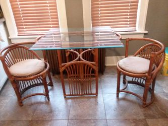 Small bamboo kitchen table and chairs for Sale in Davenport,  IA