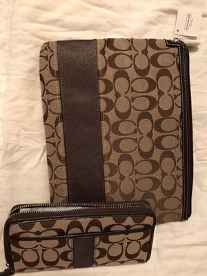 Brand new Coach zipper wallet & matching iPad/tablet case for Sale in Gilmer, TX